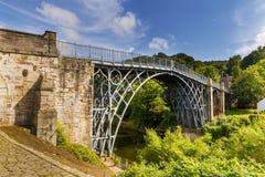 在河Severn, Ironbridge峡谷,萨罗普郡,英国的铁桥梁 库存照片