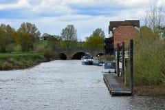 在河Severn, Tewkesbury,格洛斯特郡,英国的桥梁 库存图片