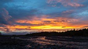 在河Studenaya的美好的日落 堪察加半岛 图库摄影