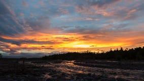 在河Studenaya的美好的日落 堪察加半岛 库存照片
