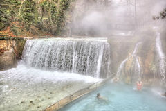 在河Termopotamos的人为瀑布 库存图片