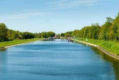 在河Weser的运河锁在Sebbenhausen附近 免版税库存图片