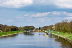 在河Weser的运河锁在Sebbenhausen附近 免版税图库摄影