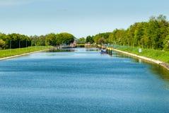 在河Weser的运河锁在Sebbenhausen附近 免版税库存照片
