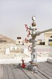 在油井第一的泉源汇编在波斯湾,巴林 图库摄影