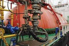 在油和煤气调动平台的过程 库存图片