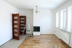 在油漆以后的一间空的屋子 库存图片