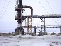 在油田的火炬系统 一个火炬的系统在油田的 烧通过焊枪管 图库摄影
