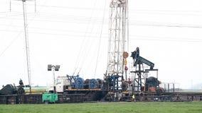 在油田的石油钻井船具 影视素材