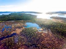 在沼泽和湖的鸟瞰图在拉普兰 免版税库存图片