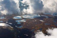在沼泽,顶视图上的云彩 免版税库存照片