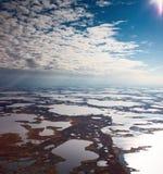 在沼泽,顶视图上的云彩 库存图片