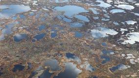 在沼泽,顶视图上的云彩 股票视频
