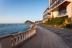 在沿海岸区散步tossa de 3月的路 免版税图库摄影