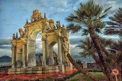 在沿海岸区的巨型喷泉在那不勒斯,意大利 免版税图库摄影