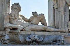 在沿海岸区Posillipo,那不勒斯,意大利的海王星雕塑 免版税库存图片