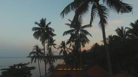 在沿海巴厘岛,印度尼西亚的日落 股票视频