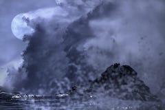 在沿海的可怕满月 库存照片