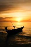 在沿海的小船在日出 库存照片