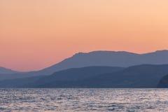在沿海的日出在克里米亚 免版税库存图片