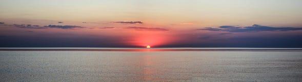 在沿海的美好的日落 库存图片