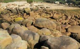 在沿海的花岗岩岩石 免版税库存图片