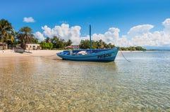 在沿海的马达加斯加人的木帆船,马达加斯加 免版税库存照片