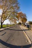 在沿海街道上的秋天在波摩莱,保加利亚 免版税库存照片