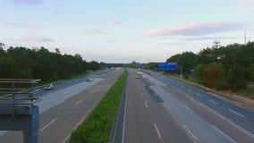 在法兰克福国际机场附近的四种方式的高速公路 股票视频