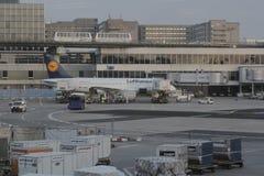 在法兰克福机场的汉莎航空公司飞机 免版税图库摄影