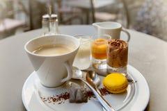 在法国咖啡馆的美食者的集合 免版税图库摄影