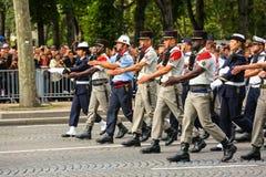 在法国国庆节期间仪式的军用游行污蔑,冠军Elysee大道 免版税库存图片