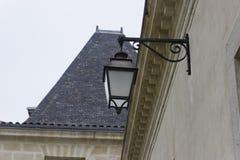 在法国城堡的灯笼 库存照片