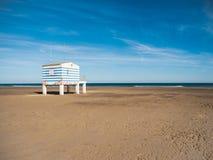 在法国格吕伊桑海滩的岗位抢救 库存图片