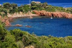 在法国海滨的美好的风景海岸线在戛纳, Fr附近 免版税图库摄影