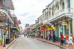 在法国街区的街道场面在新奥尔良 免版税库存照片