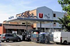 在法国超级市场的服务站 免版税图库摄影