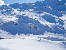 在法国Alpes的滑雪倾斜 地区3 Vallees、Meribel和Courchevel 冬天2018年 图库摄影