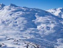 在法国Alpes的滑雪倾斜 地区3 Vallees、Meribel和Courchevel 冬天2018年 免版税图库摄影