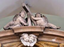 在法坛的天使在男修道士的方济会教会里较小在杜布罗夫尼克,克罗地亚 库存图片
