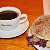 在法式蛋糕铺Vete-Katten的咖啡 图库摄影