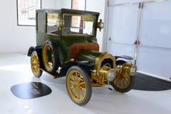 在法拉利博物馆的阿尔法・罗密欧减速火箭的汽车在摩德纳 库存照片