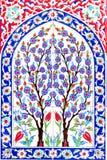在法提赫清真寺的土耳其艺术性的墙壁瓦片 免版税库存照片