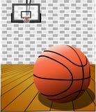 在法院的篮球 库存图片
