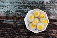 在泡沫容器的小煎蛋 库存照片