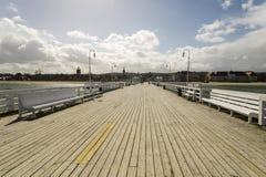 在波儿地克的海岸的木码头在风暴期间 库存照片