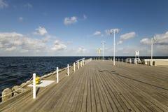 在波儿地克的海岸的木码头在风暴期间 免版税库存图片