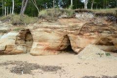 在波儿地克的海滩的洞 库存图片