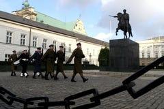 在波兰的总统的宫殿的前面华沙战士 库存照片