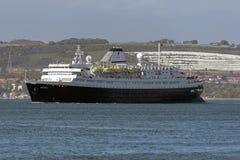 在波兹毛斯英国英国外面的老游轮MV Astoria航行 图库摄影